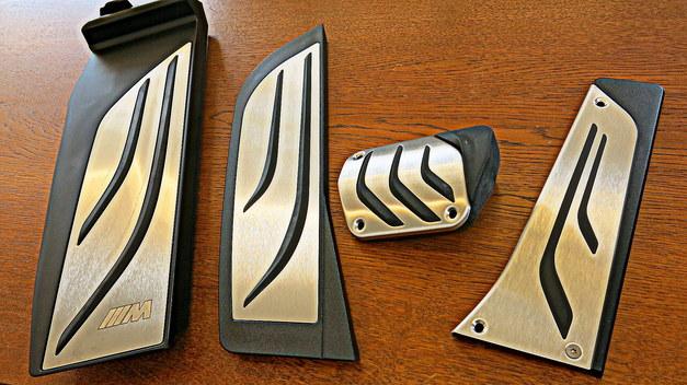 BMW M Performance ペダルキット フットレスト StudieAG.jpg