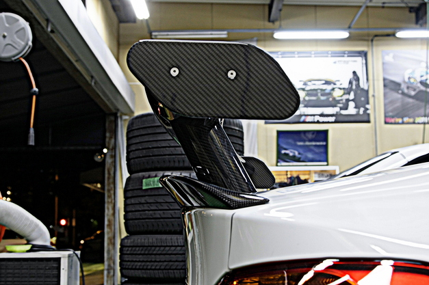 StudieAG LightWeight Rear Carbon Wing 1.JPG