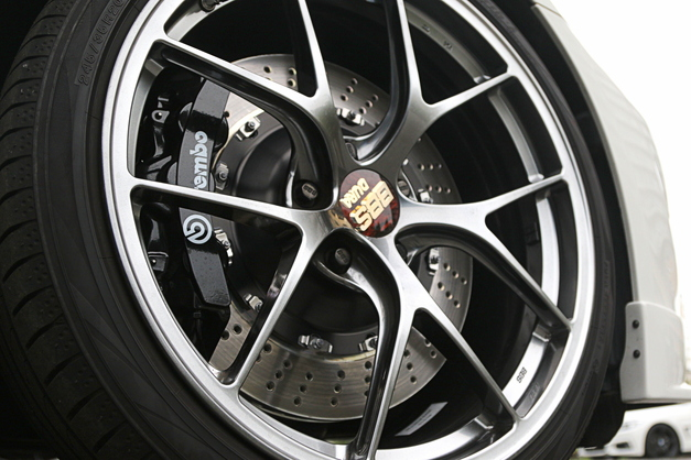StudieAG Brembo Black 405mm 001.JPG