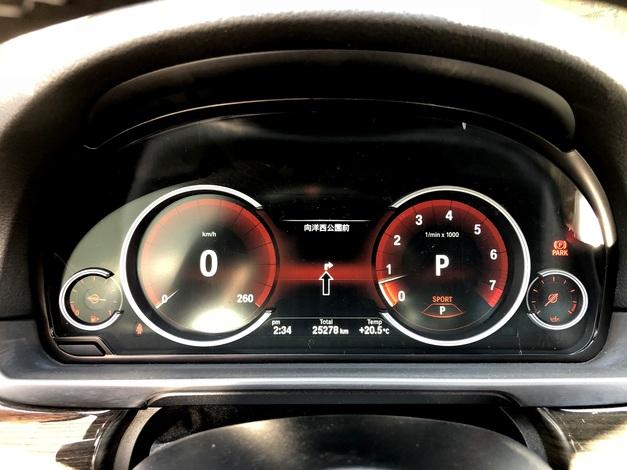 3Studie BMW F10 後期Meter 003.JPG