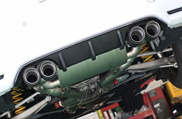 Studie+KOBE- AKRAPOVIC Carbon Tall BMW F82M4 101.JPG