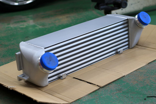 2Studie+KOBE- Original INTERCOOLER BMW F20-118d B47.JPG