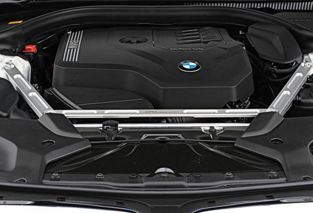 Studie BMW CPM G30 G31 フロントストラットブレース 2.JPG