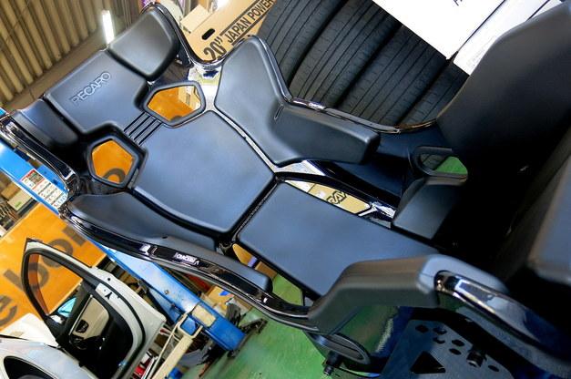 Studie +KOBE- BMW F87M2 RECARO RMS 2700.JPG
