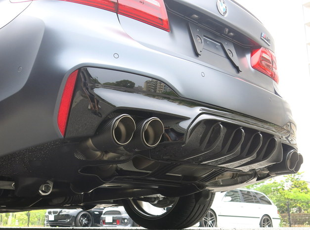 Studie BMW Tuning F90M5 Competition BBS R-D DS AKRAPOVIC 1.JPG