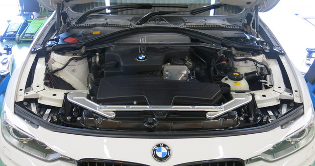 Studie BMW Tuning GroupM Carbon RAM AIR System  BMW F3.JPG