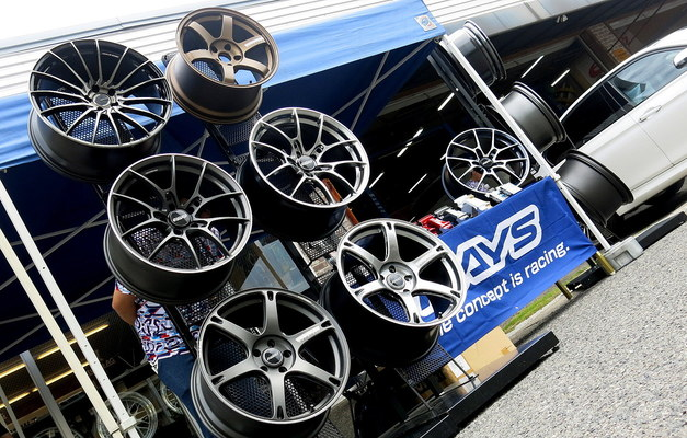 Studie BMW Tuning DIXCEL RAYS Summer EVENT 03.JPG