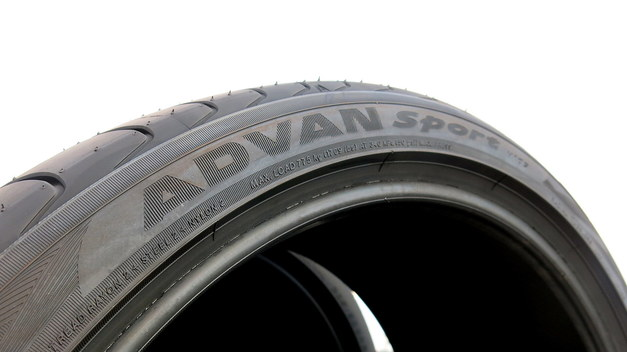 Studie BMW YOKOHAMATire ADVAN 02.JPG